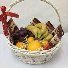 Подарочная корзина Фрукты и шоколад